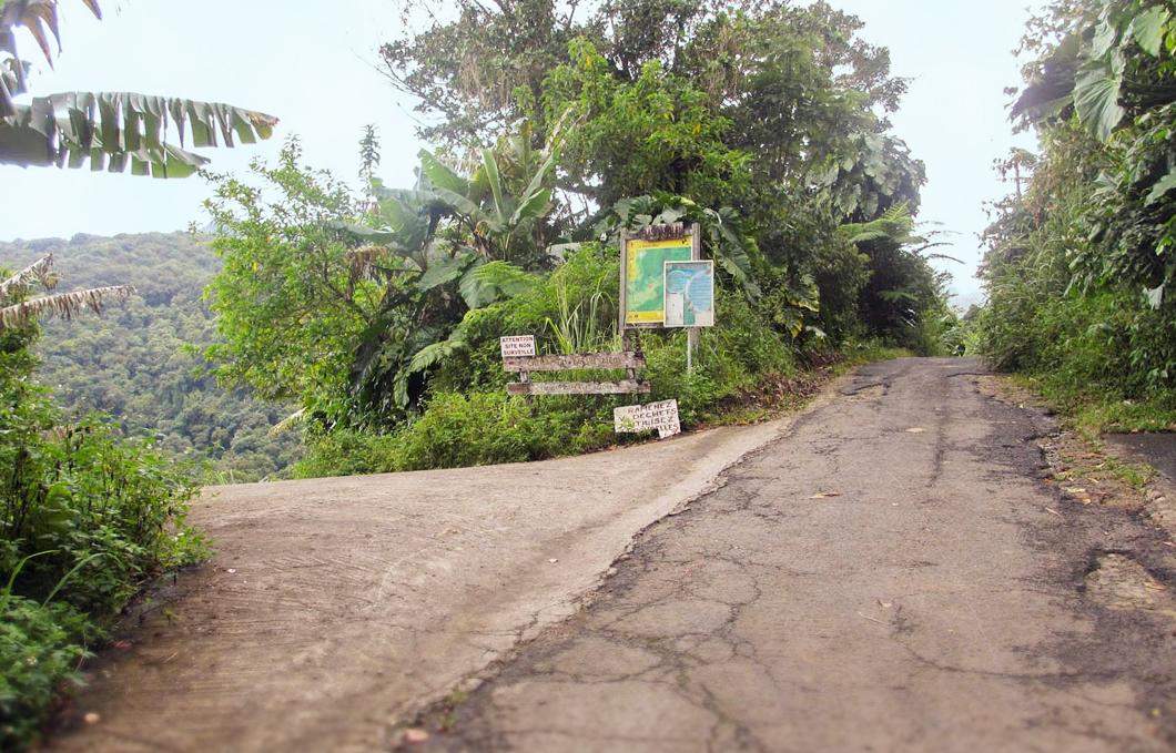 bassins-bleus-riviere-galion-rando-jungle-cascade-foret-basse-terre-insolite-guadeloupe-sentier-trace-depart-panneau