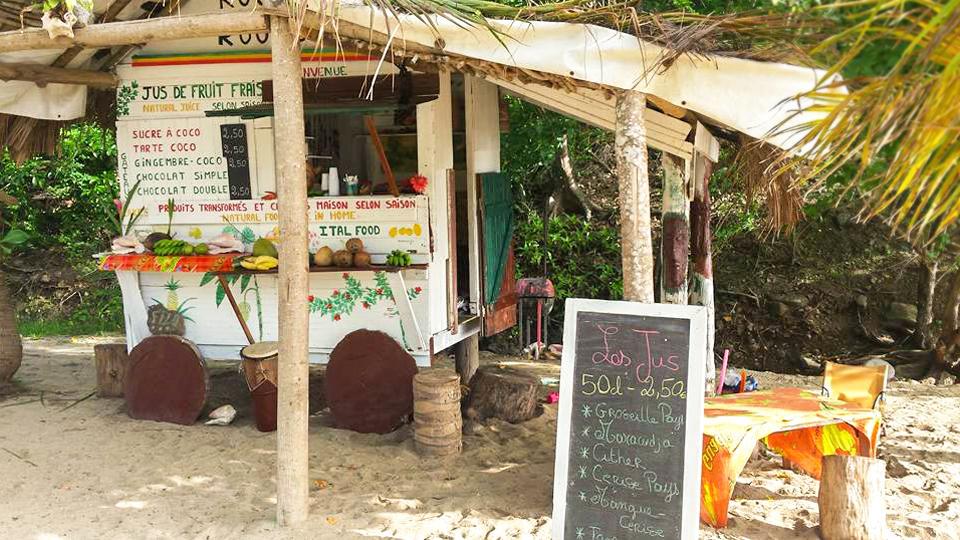 la-route-du-roots-jus-fruits-frais-bio-saisons-tropicaux-maison-cabane-plage-petite-anse