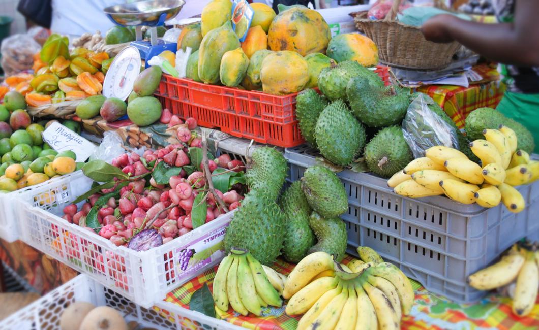 marche-basse-terre-fruit-legumes-bio-gastronomie-creole-insolite-guadeloupe-voyage