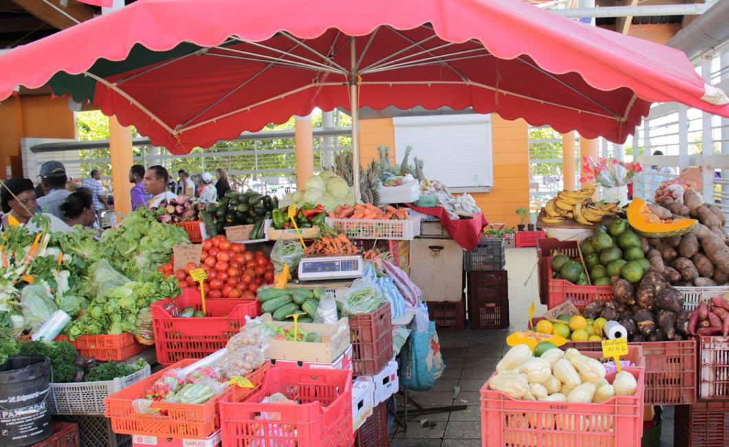 marche-basse-terre-fruit-legumes-gastronomie-creole-insolite-guadeloupe-voyage-etales