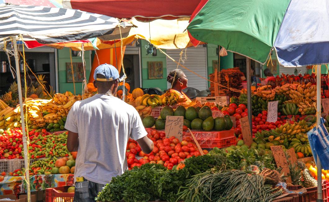 marche-basse-terre-fruit-legumes-gastronomie-creole-insolite-guadeloupe-voyage