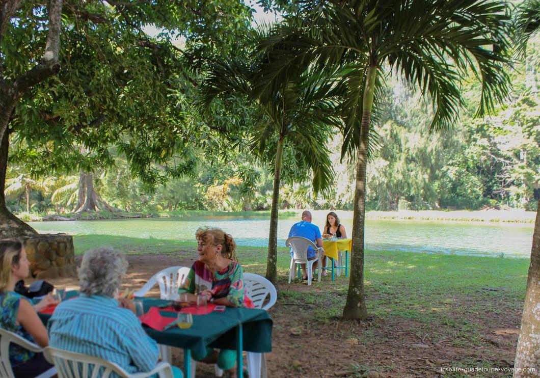 parc-aquacole-ecloserie-restaurant-ombre-palmier-1