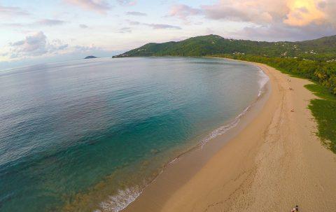Plage de Grande Anse, vue aerienne, Insolite Guadeloupe
