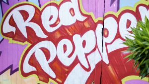 Red Pepper's Bar tag façade extérieur