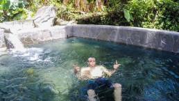 Baignade-bassin-public-eau-chaude-dolé-Guadeloupe-Insolite