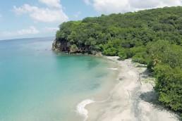 plage-deserte-guide-guadeloupe