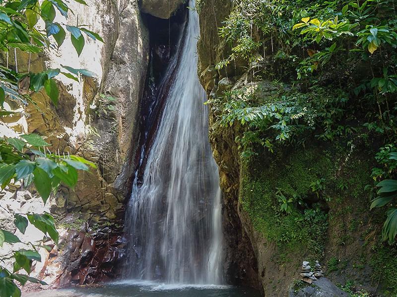 cascade-inconnue-guide-gualepoupe-voyage